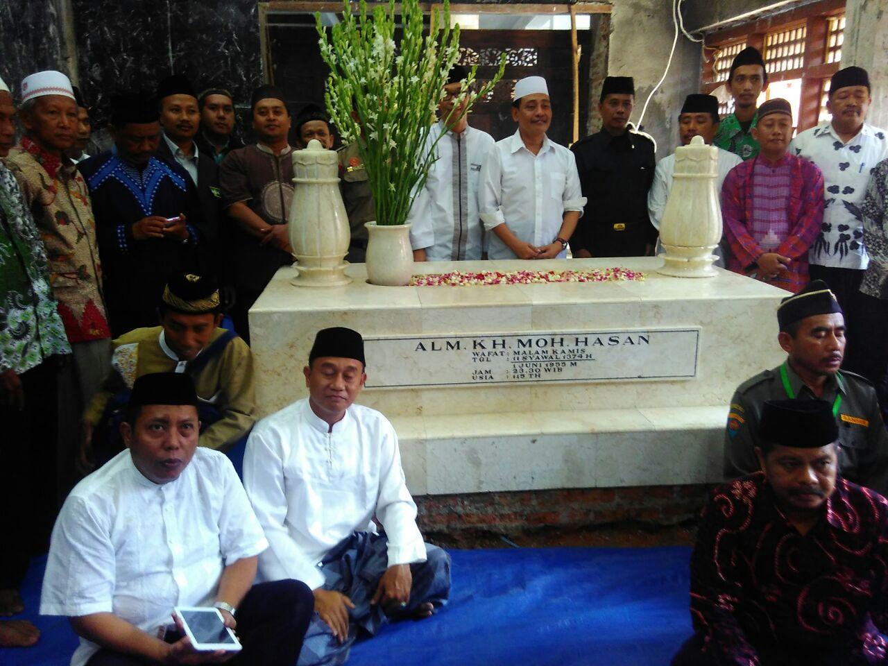 Ziaroh PWNU Jatim di makam KH. Moh. Hasan Probolinggo