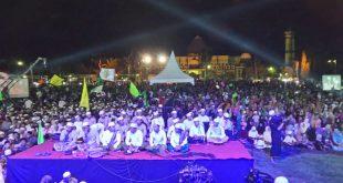 Ribuan nahdliyin memadati Alun-alun Kota Kraksaan Kabupaten Probolinggo dalam peringatan Harlah NU ke-93 dan Harlah GP Ansor ke-82, Senin (25/4/2016) malam.