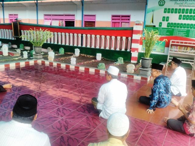 Ziarah Makam Muassis, PWNU Jatim Minta Doa Dzurriyah