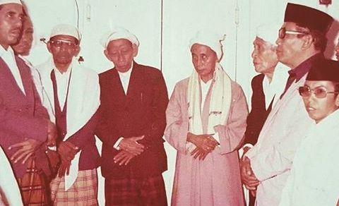 KH Adlan Ali bersama