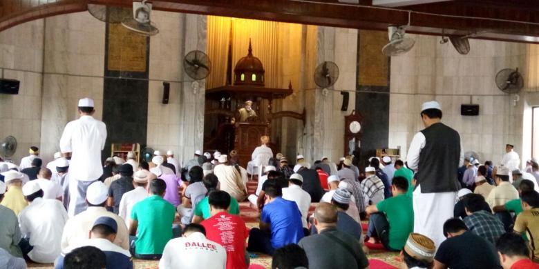 Dilema Saat Jumatan, Masuk Masjid Kala Adzan Berkumandang