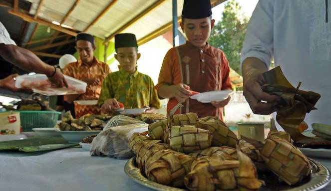 Tellasan Topak, Cara Warga Madura Rayakan Puncak Idul Fitri