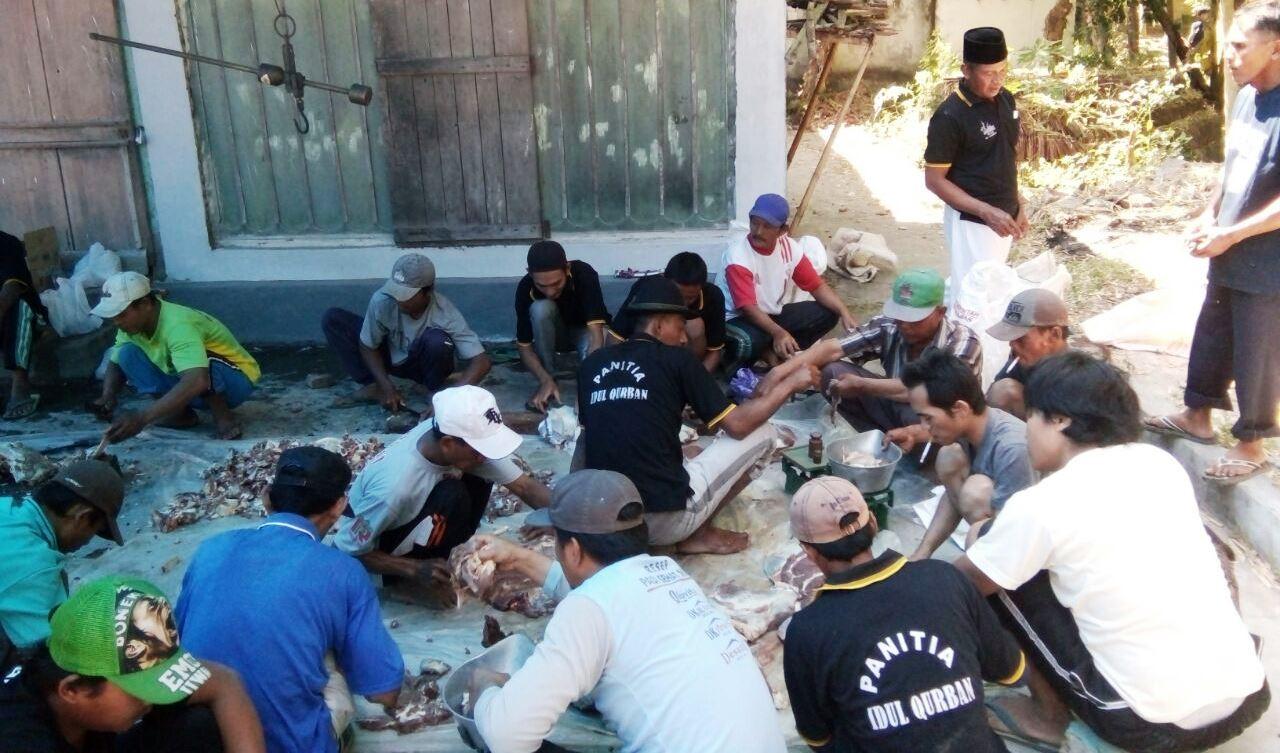 Masjid Ini Bagikan Ratusan Daging Kurban bagi Warga Kurang Mampu