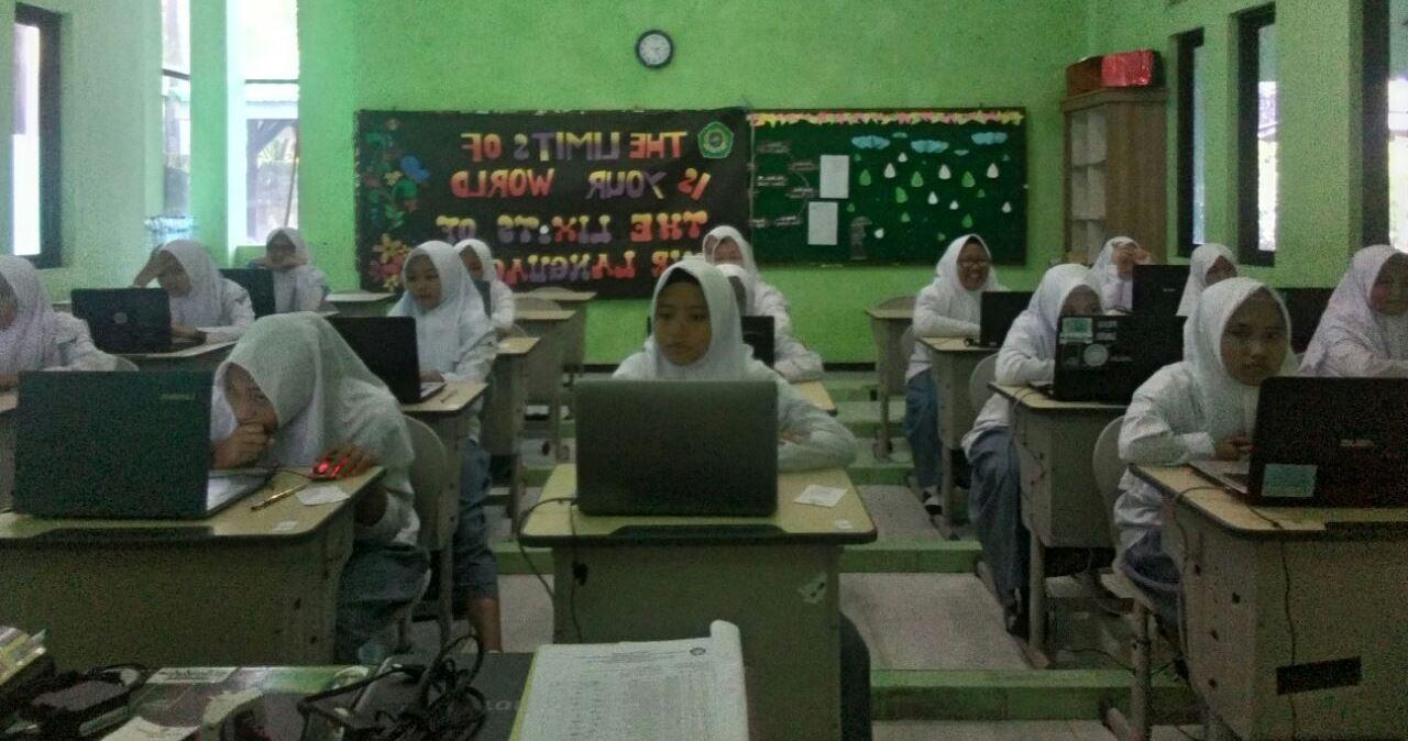 Madrasah Ini Gunakan Penilaian Akhir Semester Berbasis Komputer