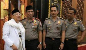 Rais Am PBNU KH Ma'ruf Amin saat meninjau Masjid Arif Nurul Huda, komplek Mapolda Jatim, Jalan A Yani, Surabaya, Senin (12/2/2018) malam.