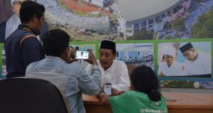 Ketua PWNU Jatim KH Mutawakkil Alallah saat memberikan keterangan kepada awak media, Selasa (13/2/2018).