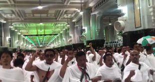 Sejumlah jamaah umrah saat melantunkan syiir Ya Lal Wathan di sela-sela menjalankan ibadah sai.