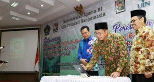 Menag Lukman Hakim Saifuddin saat meluncurkan aplikasi digital Al-Quran terjemahan bahasa Banjar.