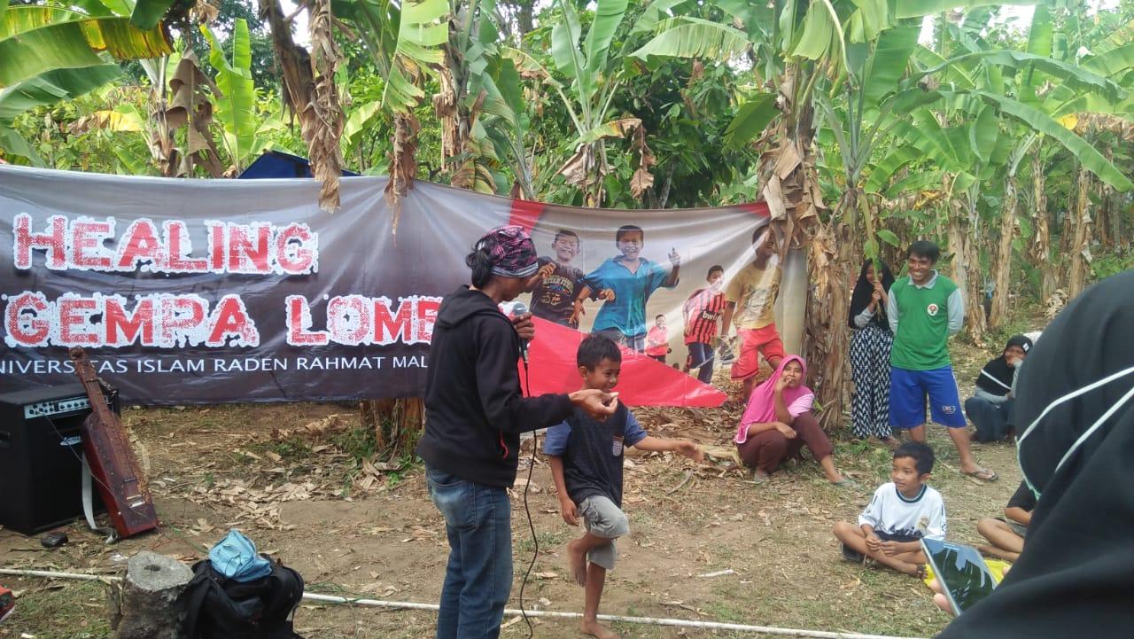 Tim UNIRA Hibur Anak Anak Korban Gempa Lombok