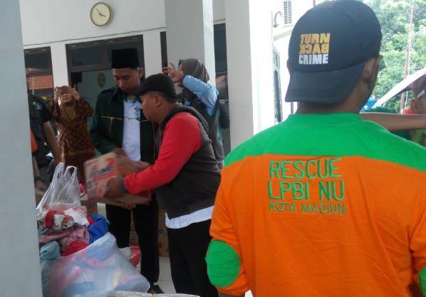 Relawan NU Semangat Bantu Warga Korban Banjir di Jawa Timur