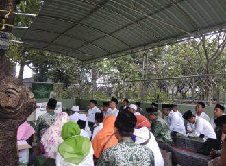Ziarah Muassis PWNU JATIM: Menyambung Sanad Mengakrabi Perjuangan Muassis