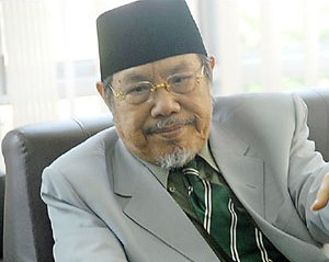 Tokoh NU Kiai Tholchah Hasan Wafat