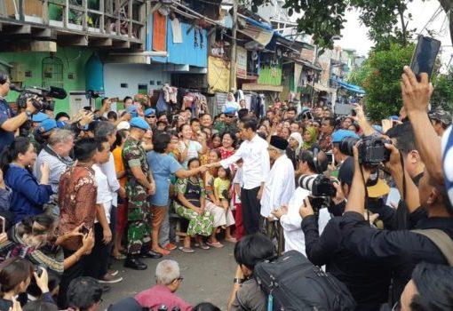 Kiai Ma'ruf Amin Dampingi Jokowi Pidato Kemenangan