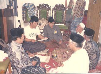 Hobi Catur, KH Imron Hamzah Justru Paling Semangat Ajak Sholat Berjamaah