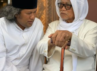 Gus Muwafiq Sowan Lirboyo, Raih Keakraban dan Kehangatan