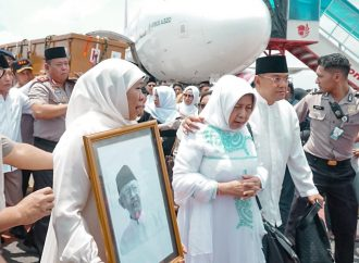 Gus Sholah Wafat, Dimakamkan di Dekat Gus Dur di Tebuireng Jombang